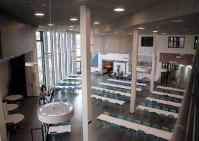 Kellokosken koulun laajennus / saneeraus - korkea aulatila
