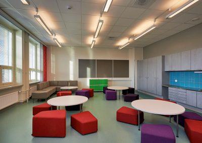 Lempoisten koulun laajennus ja saneeraus - oppilaskalusteet opetustilassa