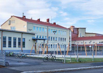 Lempoisten koulun peruskorjaus / laajennus - koulunpiha, pyörätelineet