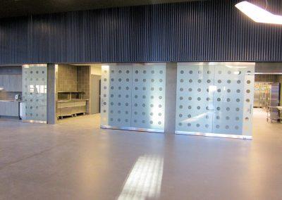 Siivikkalan koulun laajennus ja korjaus - keittiö / ruokasali lasiliukuovet
