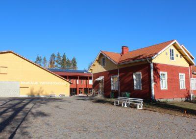 Mahnalan ympäristökoulun uudisrakennus - vanha koulu